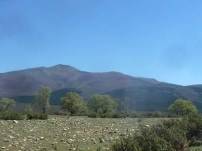 Cascadas del Aljibe - Arquitectura Negra;montaña palentina senderismo valencia rascafria madrid la